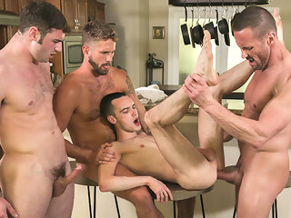 twink FamilyDick - Twink Gets His Body Covered In Hot Cum familydick